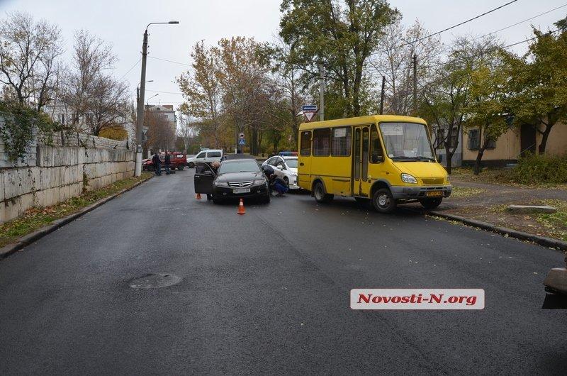 В Центре Николаева столкнулись три автомобиля (ФОТО), фото-1