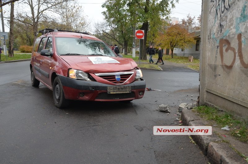 В Центре Николаева столкнулись три автомобиля (ФОТО), фото-2