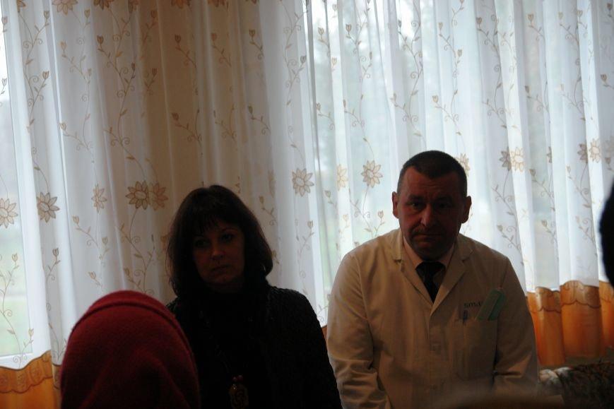 Мешканці смт Брошнів-Осада погрожують перекрити трасу міжнародного значення, якщо в них закриють єдину лікарню, фото-6
