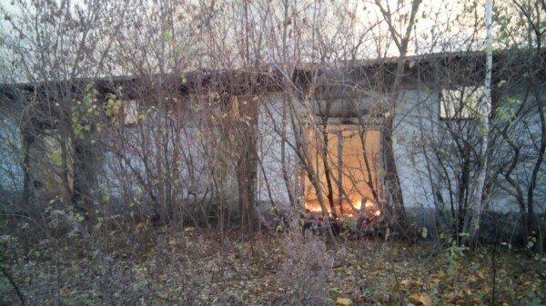 У Кам'янці горів закинутий склад біля кукурудзяного заводу, фото-3