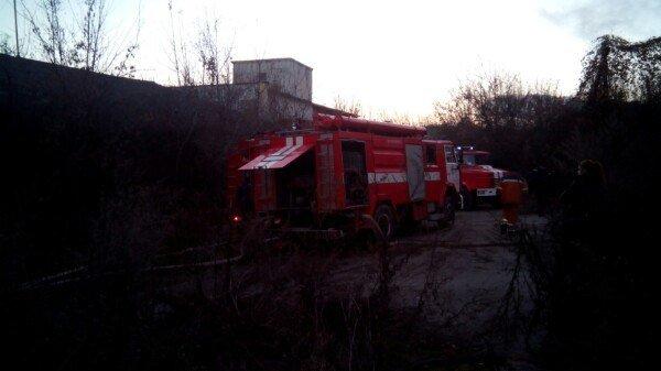 У Кам'янці горів закинутий склад біля кукурудзяного заводу, фото-5
