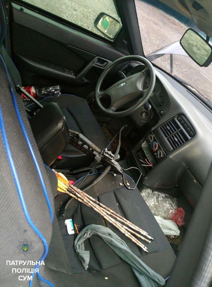 В Сумах средь бела дня пытались разобрать автомобиль (ФОТО), фото-1