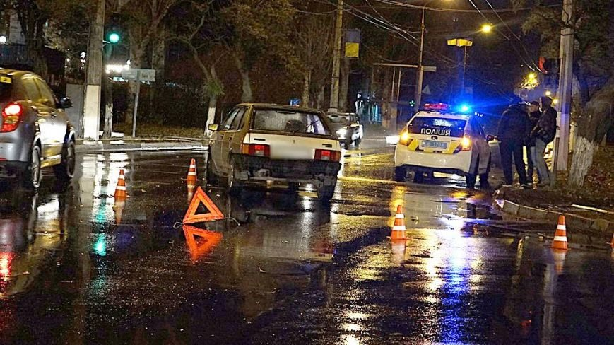 В Мариуполе автомобиль сбил женщину с ребенком на руках (ФОТО), фото-1