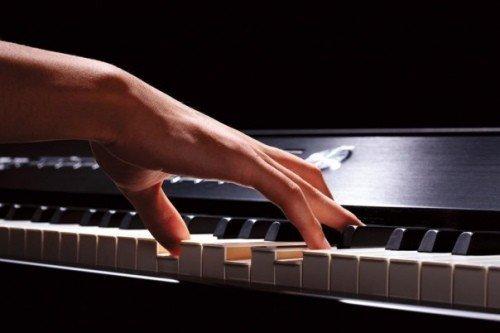 yak-navchitisya-samomu-grati-na-pianino