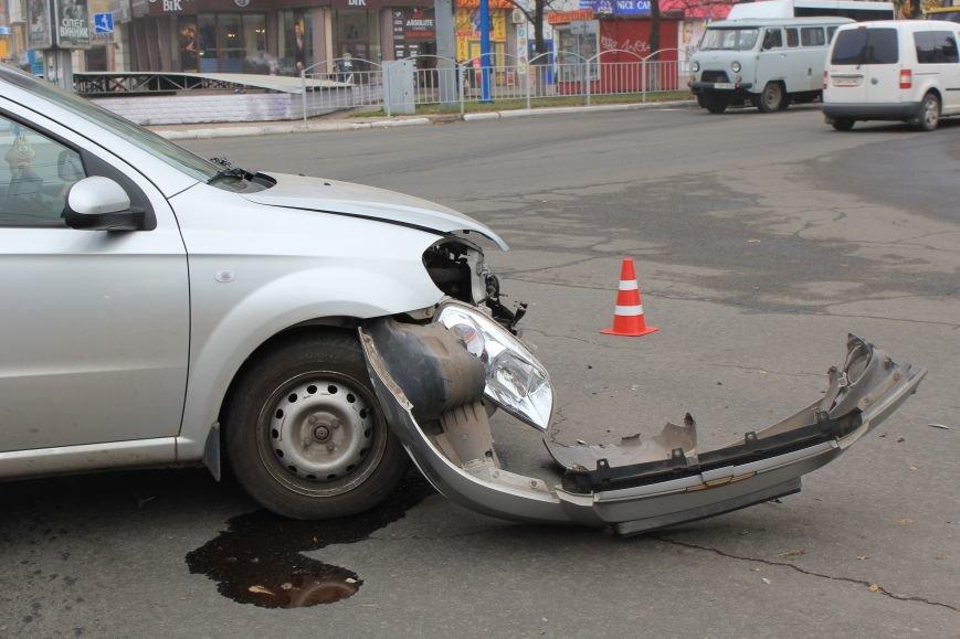 В центре Мариуполя столкнулись два автомобиля (ФОТО), фото-3