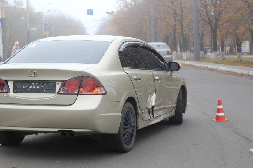 В центре Мариуполя столкнулись два автомобиля (ФОТО), фото-2