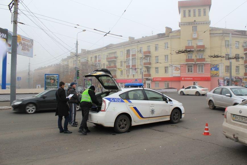 В центре Мариуполя столкнулись два автомобиля (ФОТО), фото-6