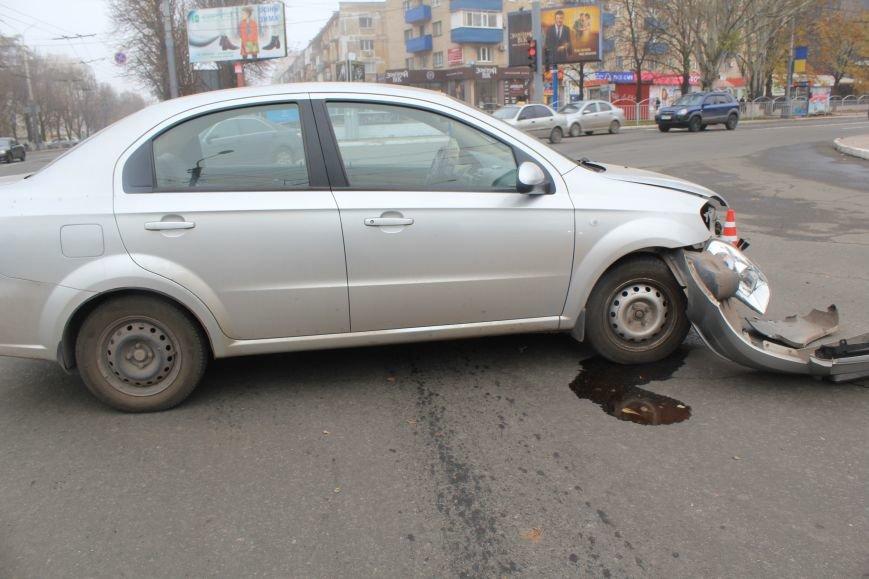 В центре Мариуполя столкнулись два автомобиля (ФОТО), фото-4