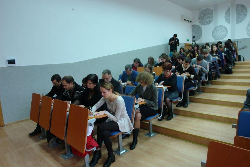 Відомі франківці і студенти писали диктант національної єдності. Фото, фото-10