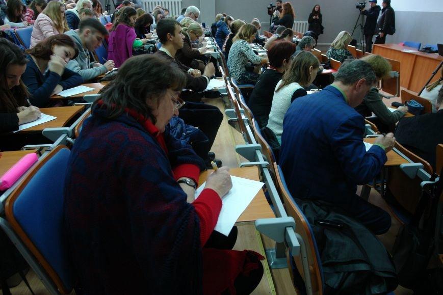 Відомі франківці і студенти писали диктант національної єдності. Фото, фото-13