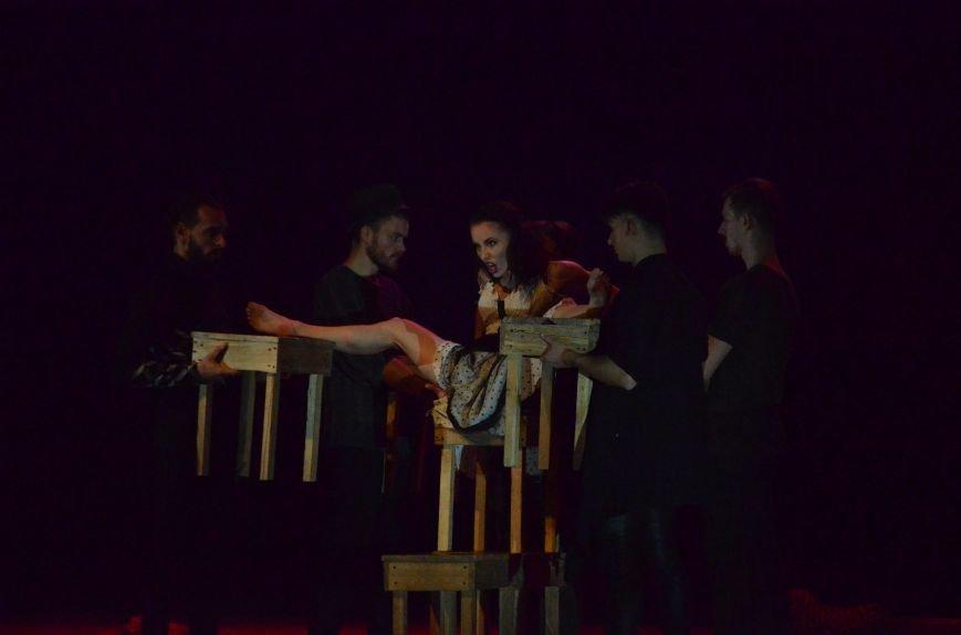 Киевские артисты шокировали мариупольцев необычной постановкой Чехова (ФОТО+ВИДЕО), фото-8