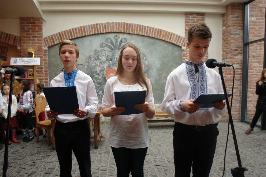 Яскраве театралізоване дійство на честь відкриття виставки української друкованої продукції (ФОТО), фото-2
