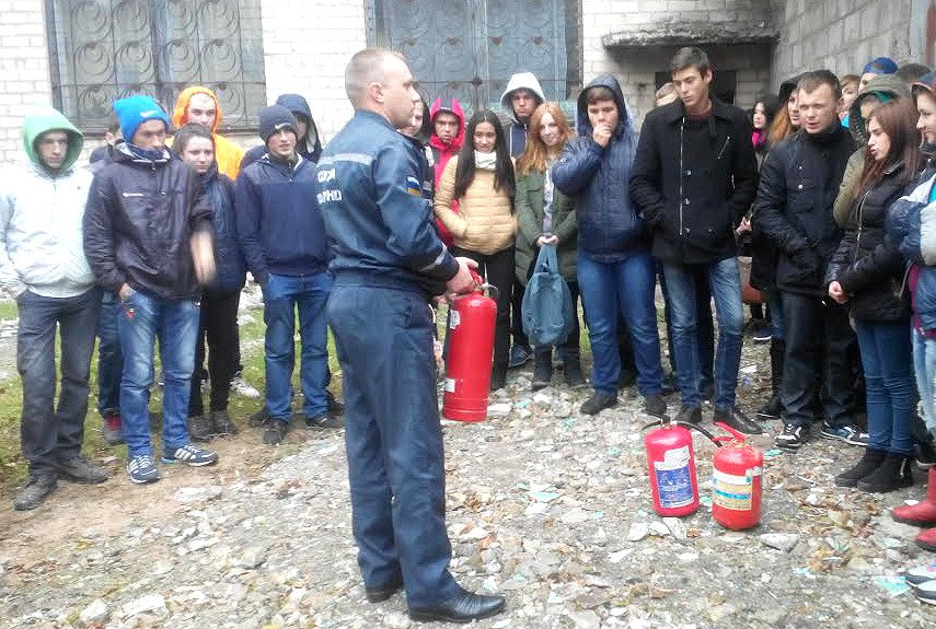 Павлоградские лицеисты хватали огнетушители и подскакивали к пламени, фото-1