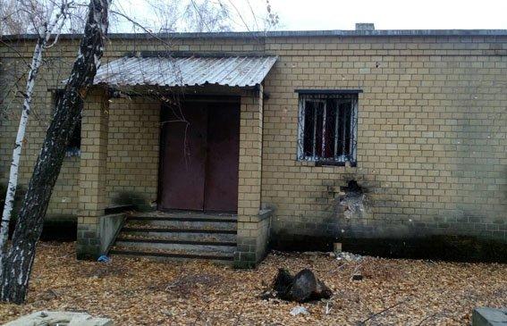 В результате обстрела боевиками Марьинки повреждены многоэтажка, кафе и два жилых дома (ФОТО), фото-2
