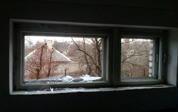 В результате обстрела боевиками Марьинки повреждены многоэтажка, кафе и два жилых дома (ФОТО), фото-1