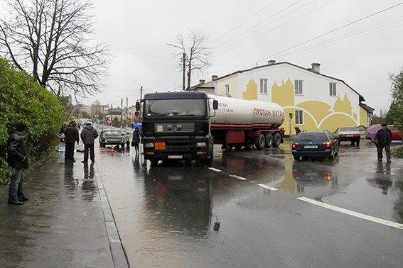 Напередодні у ДТП постраждало шестеро пішоходів. Одна жінка загинула (ФОТО), фото-1