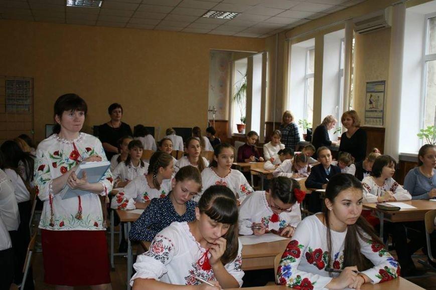 У Новограді-Волинському у День української писемності писали радіодиктант, фото-2
