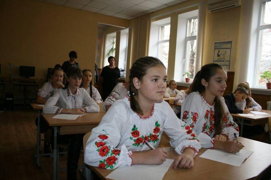 У Новограді-Волинському у День української писемності писали радіодиктант, фото-3