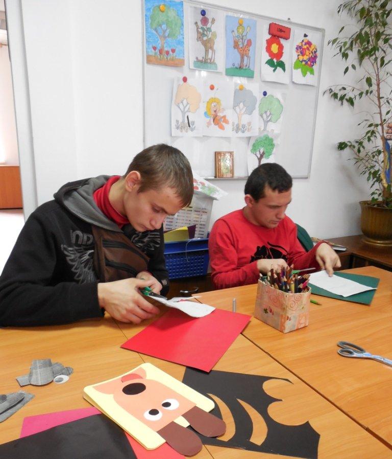 Молоді інваліди з проблемами розумового розвитку пройшли реабілітацію аніматерапією (ФОТО), фото-1