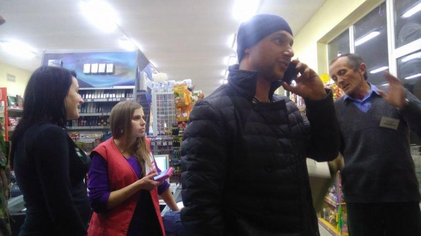 """Касирка супермаркету звинувачує """"Правий сектор"""" у побитті, він її ― у порушенні закону (ФОТО+ВІДЕО), фото-2"""