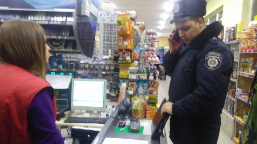 """Касирка супермаркету звинувачує """"Правий сектор"""" у побитті, він її ― у порушенні закону (ФОТО+ВІДЕО), фото-3"""