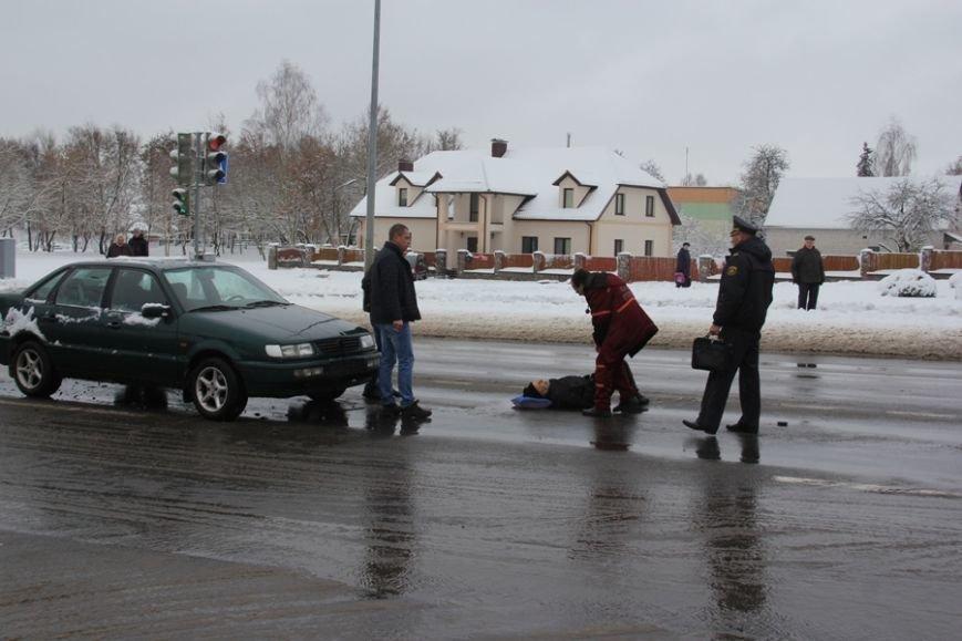 В Лиде водитель Фольксвагена задумался по дороге на техосмотр, поехал на красный свет и сбил пешехода, фото-2