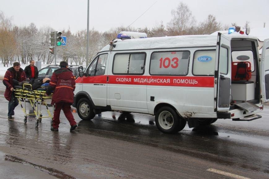 В Лиде водитель Фольксвагена задумался по дороге на техосмотр, поехал на красный свет и сбил пешехода, фото-4