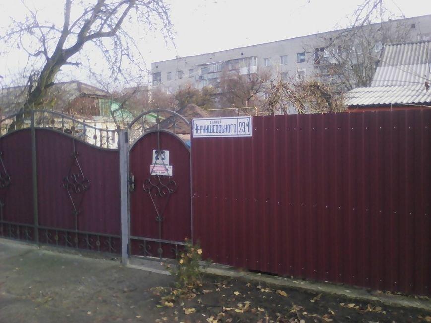 По вулиці Чернишевського у Новограді-Волинському невідомі поцупили кришку люка, фото-2