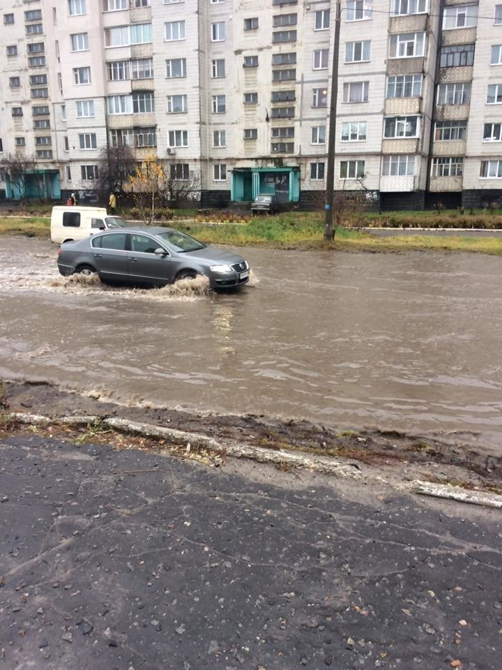 В Сумах затопило дорогу возле детской поликлиники (ФОТО), фото-3