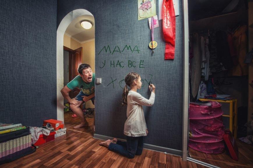 Унікальні дотепні світлини батька й 7-річної дочки, які дають собі раду у від'їзді мами (ФОТО), фото-7