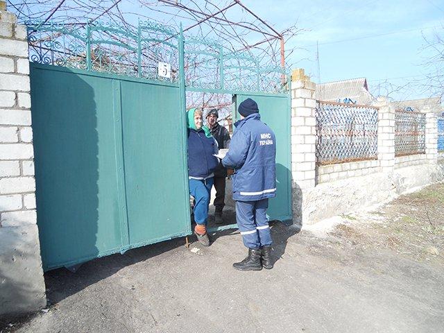 Во время рейда николаевские спасатели напомнили жителям Баштанки правила пожарной безопасности (ФОТО), фото-1