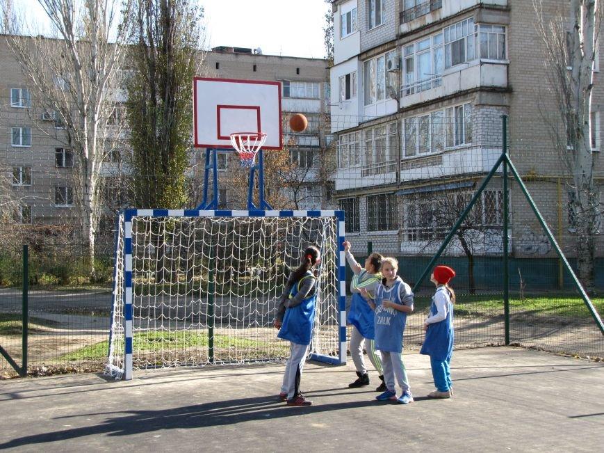 Еще в одном мелитопольском дворе появилась спортивная площадка (фото, видео), фото-1