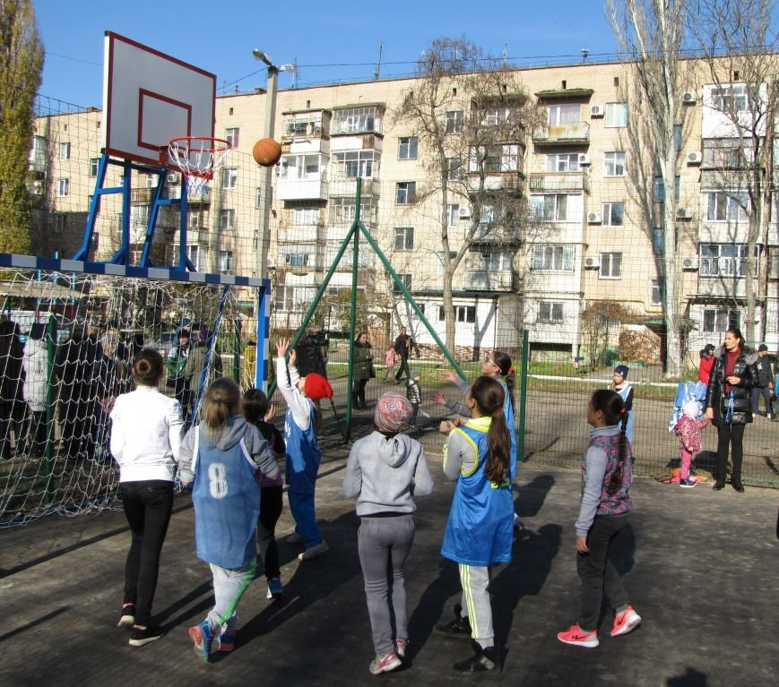 Еще в одном мелитопольском дворе появилась спортивная площадка (фото, видео), фото-4