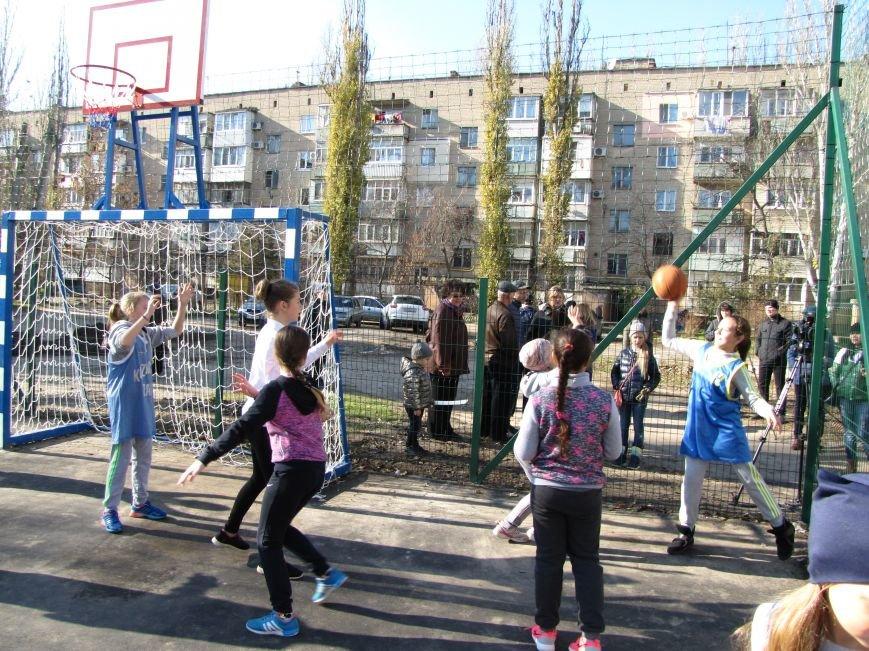 Еще в одном мелитопольском дворе появилась спортивная площадка (фото, видео), фото-2