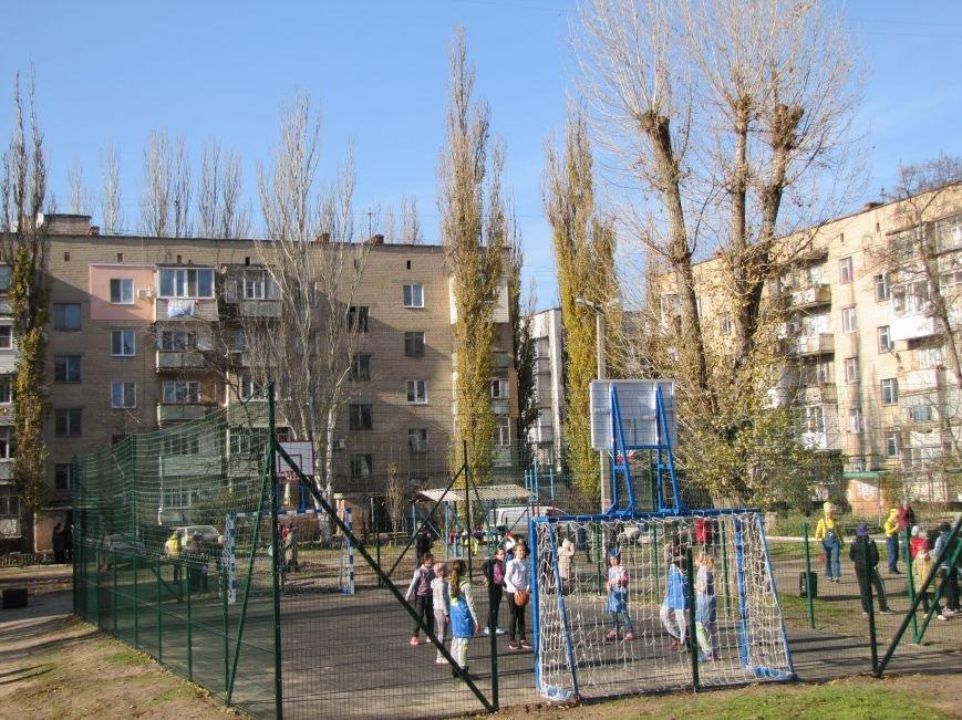 Еще в одном мелитопольском дворе появилась спортивная площадка (фото, видео), фото-11