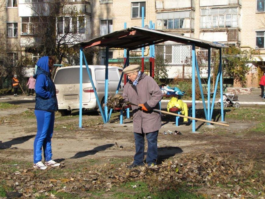 Еще в одном мелитопольском дворе появилась спортивная площадка (фото, видео), фото-6
