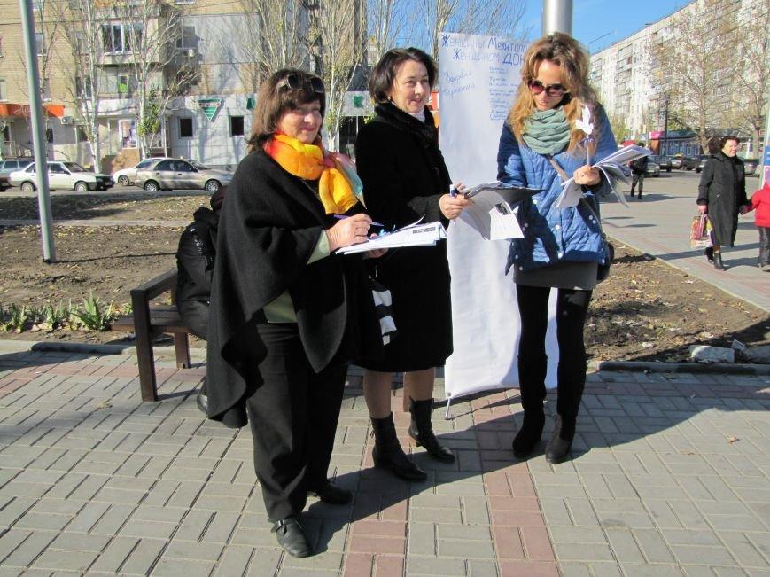 Мелитопольцам раздавали голубей Мира (фото), фото-2