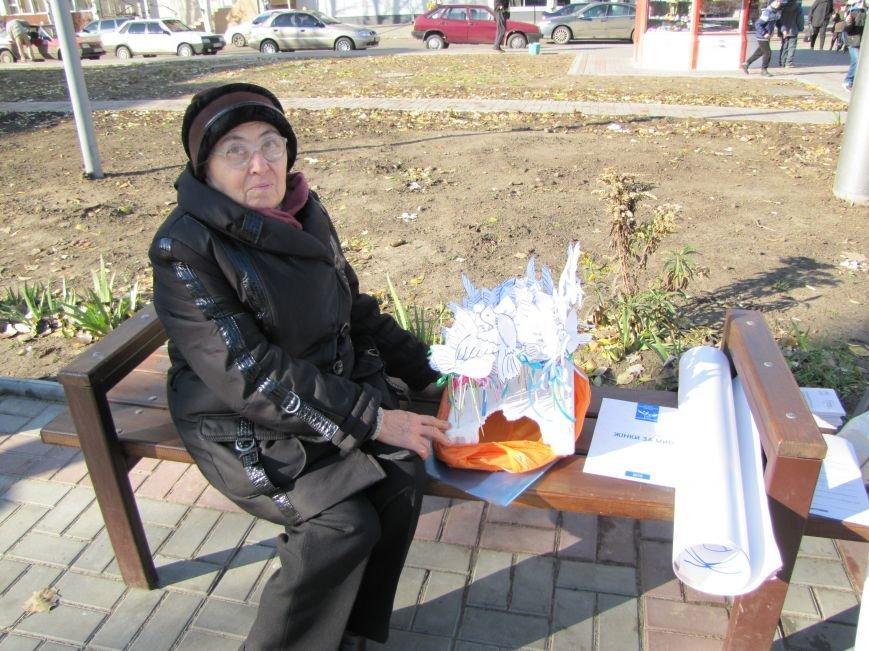 Мелитопольцам раздавали голубей Мира (фото), фото-5