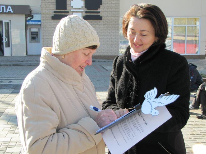 Мелитопольцам раздавали голубей Мира (фото), фото-3