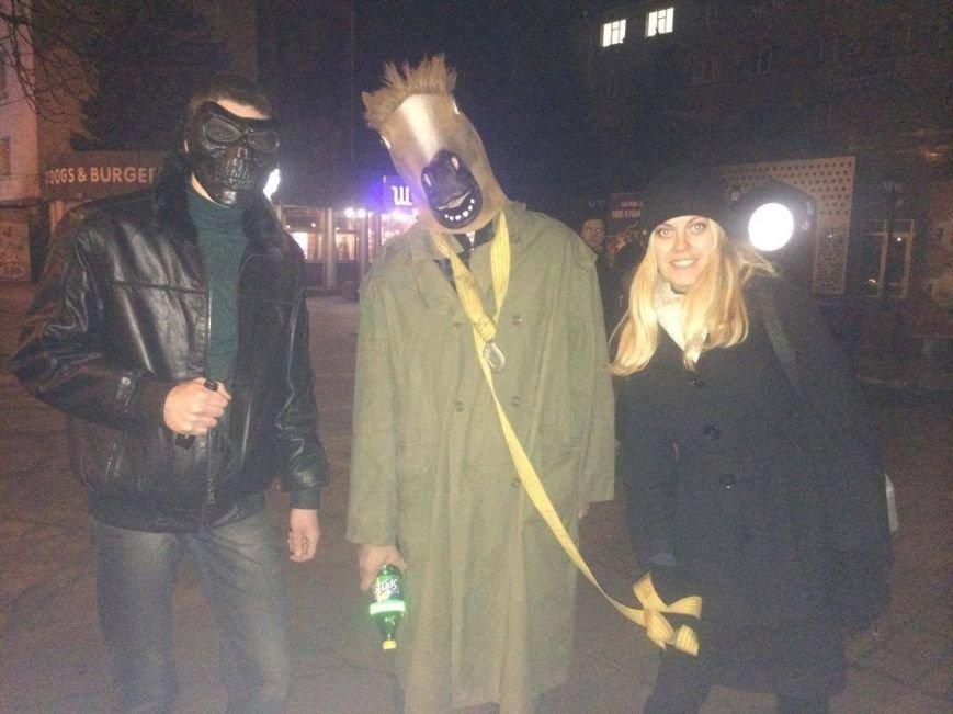 """Вечером мариупольцев """"осчастливили"""" НМУ и... конь в пальто (ФОТО, ВИДЕО), фото-3"""