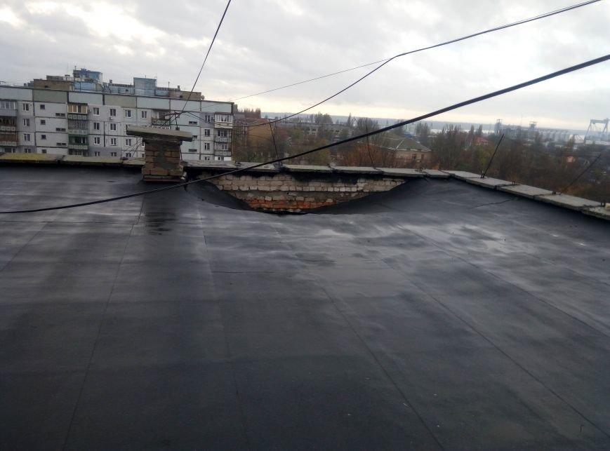 В одном из домов Николаева провалилась крыша, пострадали квартиры на 8 и 9 этажах  (ФОТО), фото-1