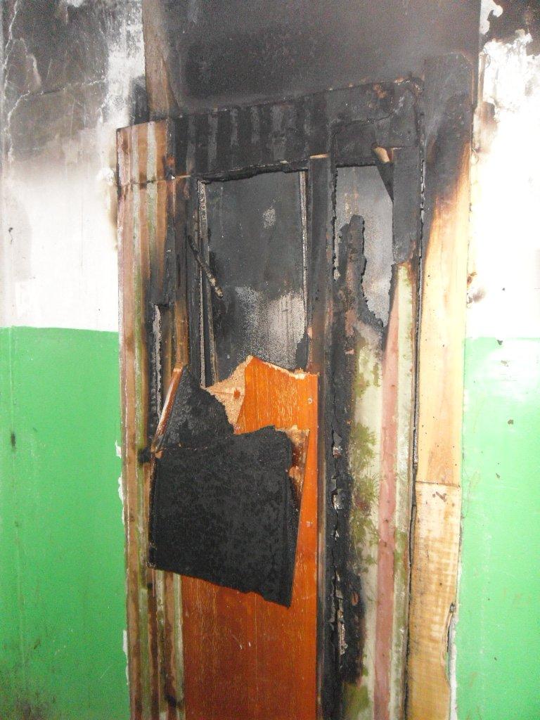 В Каменском из пожара в многоэтажке спасли троих жильцов, фото-3