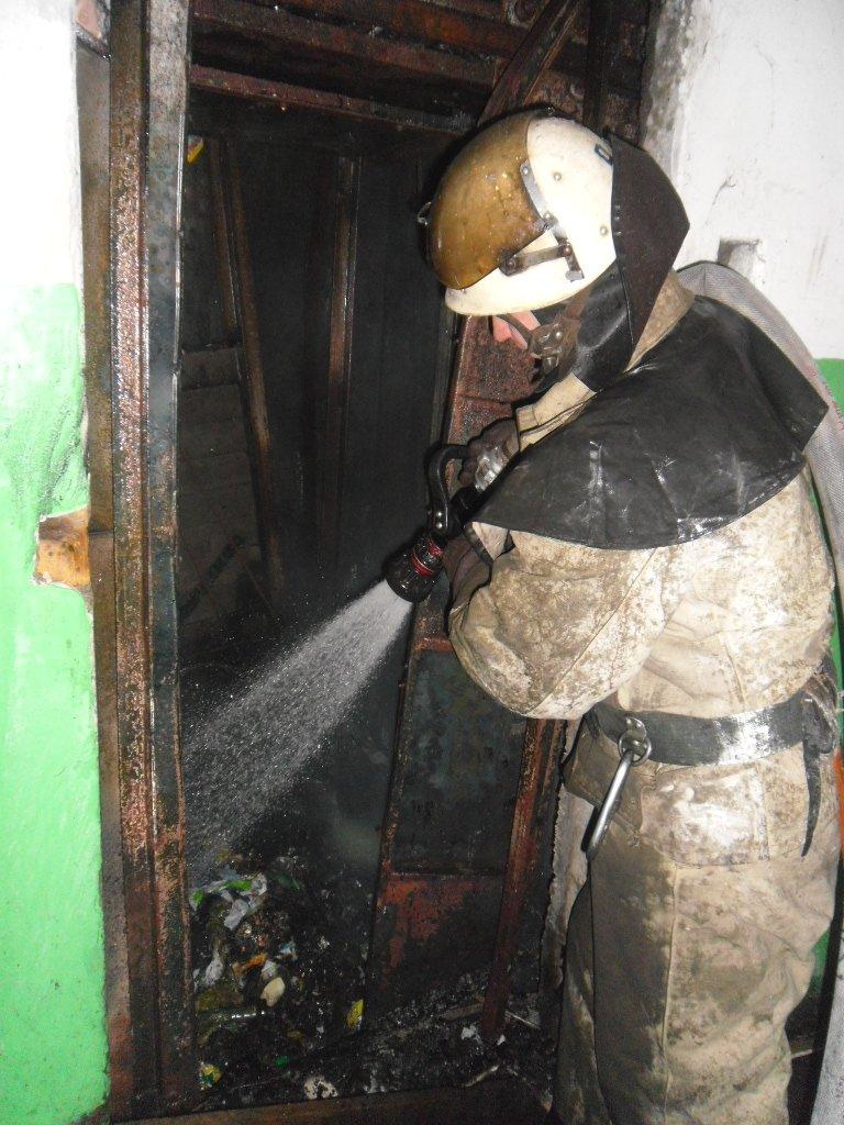 В Каменском из пожара в многоэтажке спасли троих жильцов, фото-4