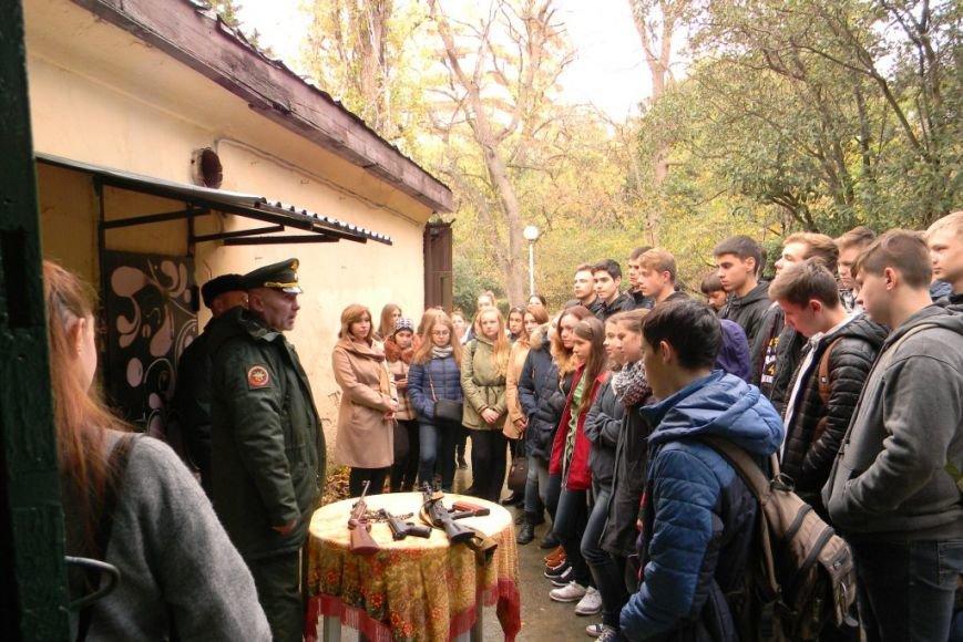 В Ялте прошел открытый урок военно-патриотического воспитания для студентов, фото-1