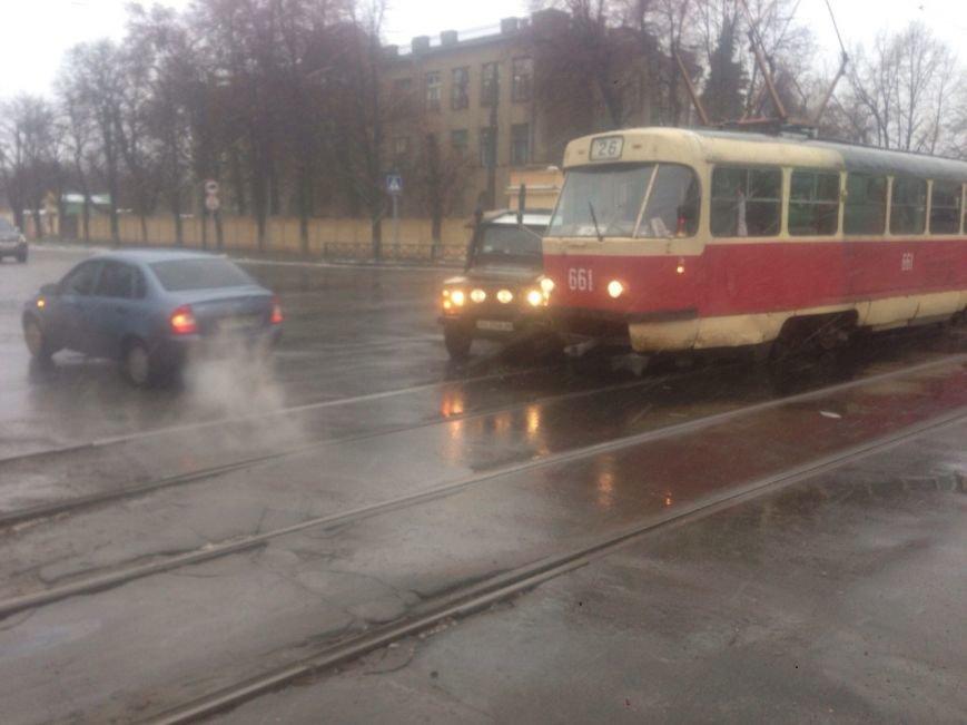 На спуске Веснина внедорожник врезался в трамвай (ФОТО), фото-3