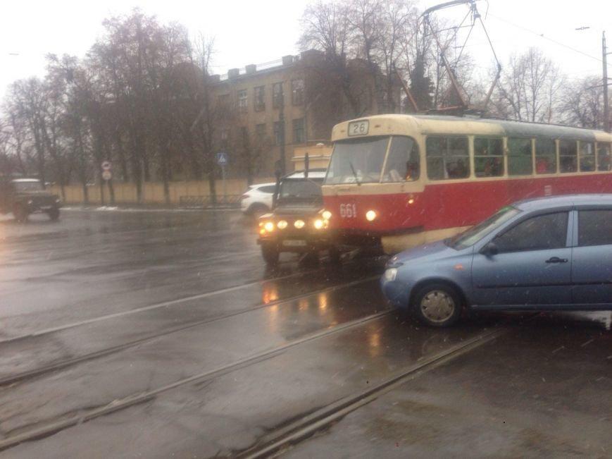 На спуске Веснина внедорожник врезался в трамвай (ФОТО), фото-2