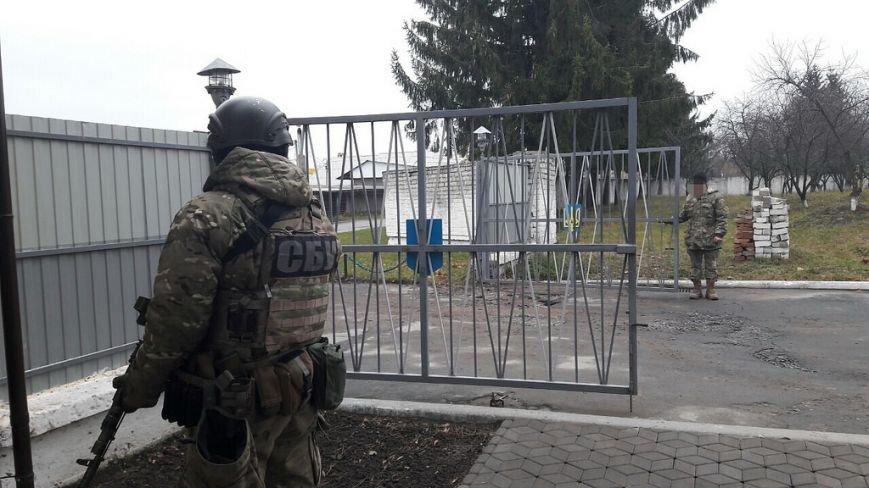 Кому війна, кому мати рідна: СБУ затримала керівництво військової частини із Новограда-Волинського, які привласнювали паливо із зони АТО (..., фото-2