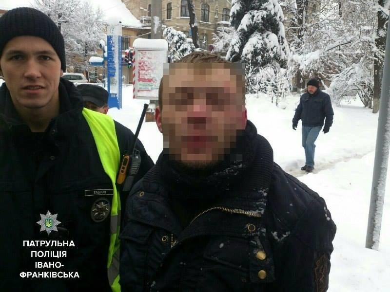 Франківські поліціянти затримали водія-наркомана, котрий під час втечі встигнув наїхати на людину, фото-1