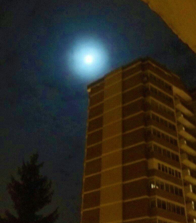 Троичане зафиксировали суперлуние в небе, фото-1