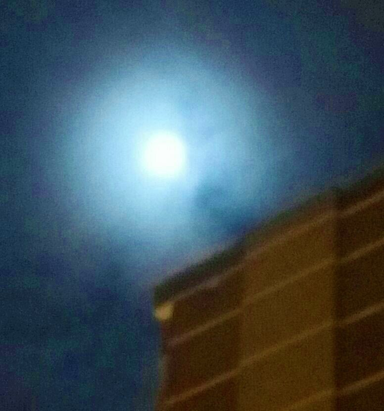 Троичане зафиксировали суперлуние в небе, фото-3